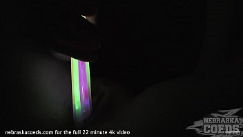 Streaming Video ginger riki hot tiny spinner gaping and stretching her pussy with glowsticks - XLXX.video