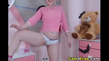 Sexy ass white chick fingers her pussy hard on Vpornlive.com