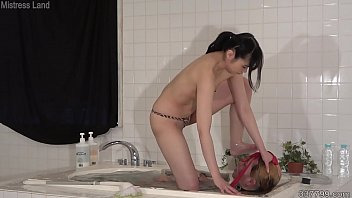 Japanese mistress sinks a slave in the water