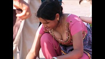 Great cleavage thumbs - Desi cleavage