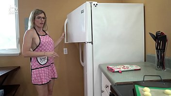 Sticking the Bread in My Step Moms Oven - Cory Chase porno izle