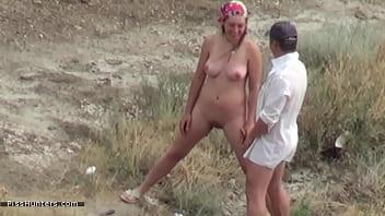 Couple voyeured peeing on nude beach Porno indir