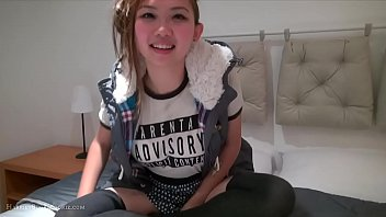 Cute Asian teen masturbates Vorschaubild