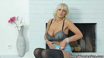 Pussy over50 - European milf roxana tastes her own pussy