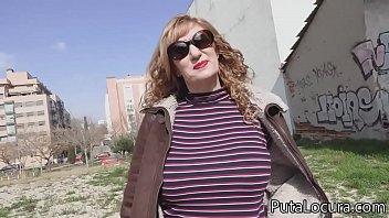 Una señora que puede ser tu madre, tremenda madurita hemos pillado thumbnail