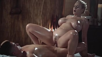 Nude tanned oily women Massage rooms sexy milf with huge natural tits gives oily titwank