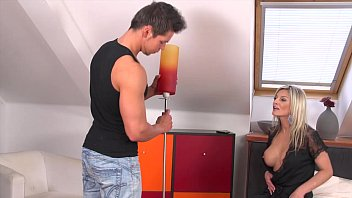 Klarissa Leone gets a big cumload