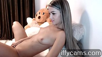 Swan with rounded breasts, empty to the webcam