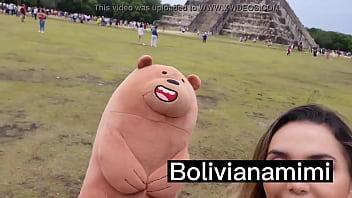 Sin pantys en Chichen Itza … recibiendo regalitos por mostrar mi conchita y dejar q solo la toquen un poquito  Video completo en bolivianamimi.tv