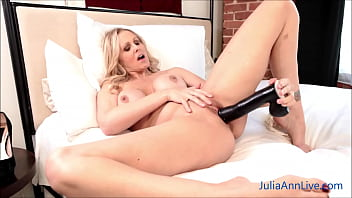 Gorgeous Big Boobed Julia Ann Drills Herself With A Huge Fake Cock! 5分钟