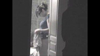 【巨乳】Tバックがエッチな素人娘を盗撮してたら美巨乳キター!!