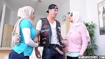Amazing threesome with Mia Khalifa and Julianna Vega 5 min