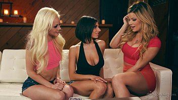 Perfect round ass and tits - Adriana sephora, elsa jean and darcie dolce lesbian fun