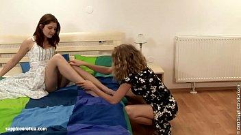 Interupted Grooming sensual lesbian scene by SapphiX 20分钟