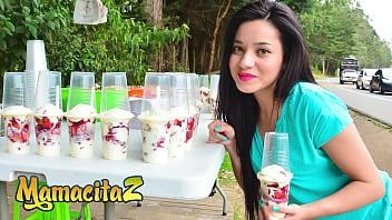 MAMACITAZ - (Juliana Davila, Pedro Nel) - Latina Beauty Wants His Cock Badly After He Seduced Her In The Market 15分钟