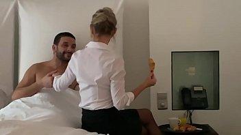 Marina la cougar francaise suce a l'hotel thumbnail