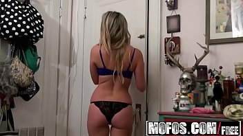 Mofos - Pervs On Patrol - Seeing the Sudsy Shaving Skank starring  Vanessa X Thumb