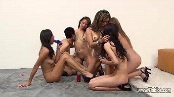 testing  de dildos en fiesta lesbi porno izle