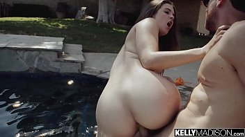 Hot Body Teen Devon Green Creampied By the Pool 15分钟