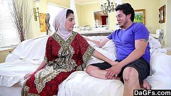 Dagfs - Arabic Chick Nadia Ali Tastes White Cock porno izle