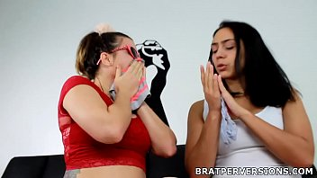 Lesbian Fetish Games: Kisses and Panties