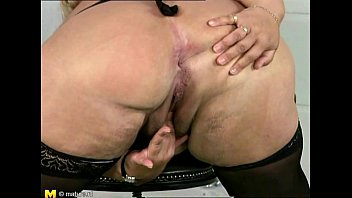 (Young virgin porn) - Chubby mature playing with herself thumbnail