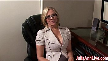 Milf Julia Ann Dreams About Sucking Cock! 10分钟