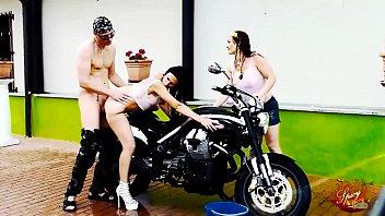 La Spalatorie Fetele Fac Sex Pe Motocicleta