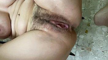 Jugar al master cheef mientras tienes ganas de cojerte a tu pareja no es buena opci&oacute_n la parejita sexy pamela y jesus vuelven a sorprendernos mando este v&iacute_deo porno con un final llamado creampie