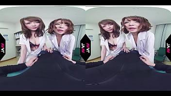 【AVVR】女医と女患者に襲われる筆おろし中出しSEX 麻里梨夏 共演 小西悠 35秒
