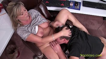 Mommy Son Caught at the Office pornhub video