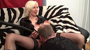 MILF gets Stud to do the licking - CAMXXXWHORES.COM