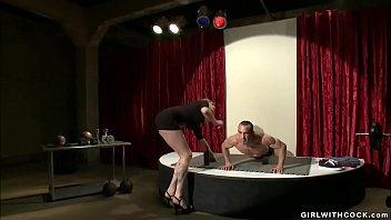 Shemale Jury Anal Fucks Bodybuilder