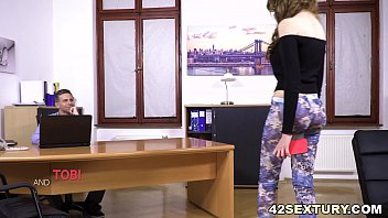 Anal addict babe fucks her Dad's co-worker 6 min