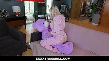 ไม่อยากจะเหงาแล้ว ExxxtraSmall – Hot Blond Teen Fucked Hardcore By BWC