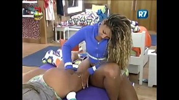 SUMMER FARM -Isis and Karine organize a new butt massage session -