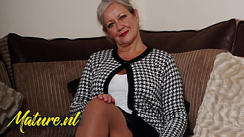 Streaming Video British Mature Lady Shows That She Still Got What It Takes! - XLXX.video