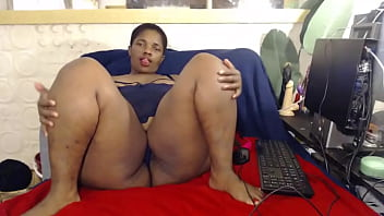 Thick Johannesburg thot with a big ol ass turned up on cam show