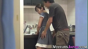Japanese housewife fucked 10分钟