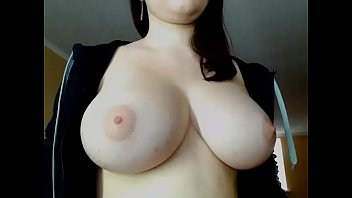 Hot chat girl showed big boobs on cam
