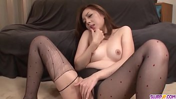 Maki Mizusawa spreads wide for cock and sucks in the same time - More at Slurpjp.com 12分钟
