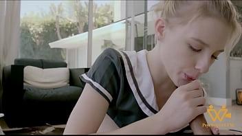 ?下課後穿著校服的Melody Marks給我口爆- 色控 5分钟