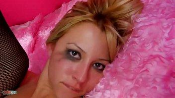 Takes 18 dildo in her ass - La jolie petite turque nyl bahia se fait violamment défoncer lanus et la chatte