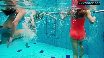Hot girls undress in the pool Vorschaubild