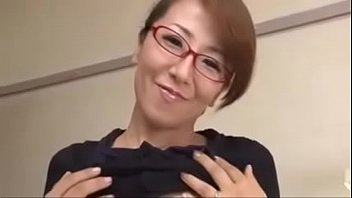Busty Japanese Milf And Young Boys porno izle