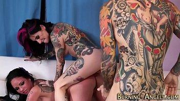 Tattooed slut eats pussy