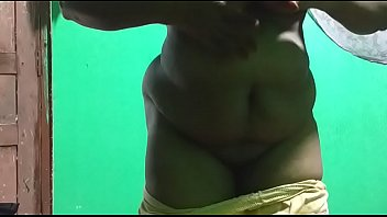 horny desi indian tamil telugu kannada malayalam hindi vanitha showing big boobs and shaved pussy leggings press hard boobs press nip rubbing pussy masturbation big green chilli