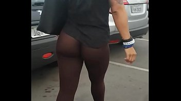 Luciendo Las Nalgas.