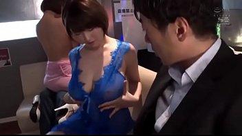 青ドレスの激カワ美人ホステスがリーマンに跨って美乳を揉ませてベロチュー
