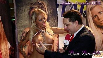 Lina Lonatelo gives a blowjob lesson for Andrea Diprè